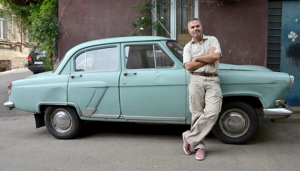 Regisseur Stefan Tolz lebt in Georgien und fährt einen alten Wolga 21.