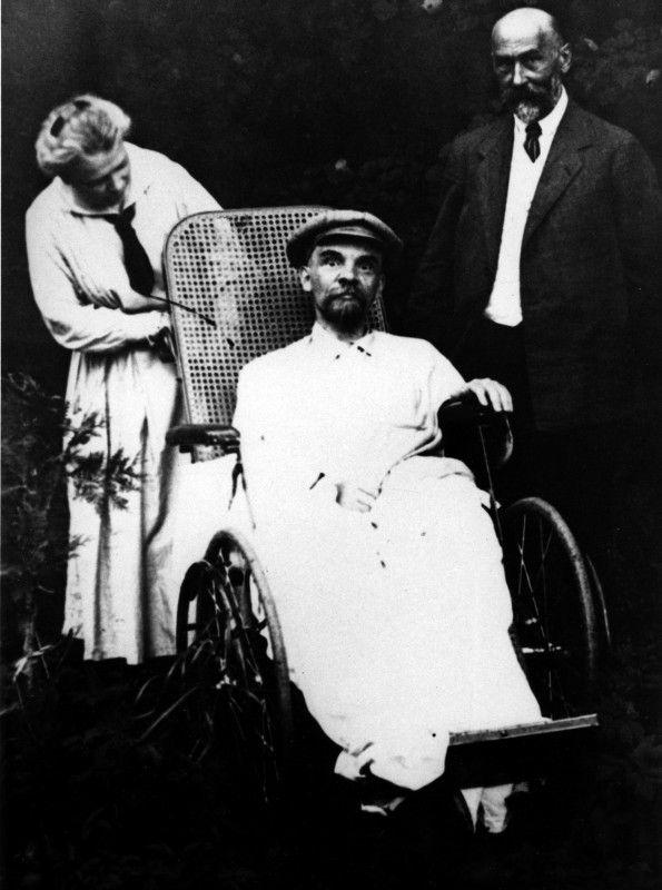 Lenin im Rollstuhl
