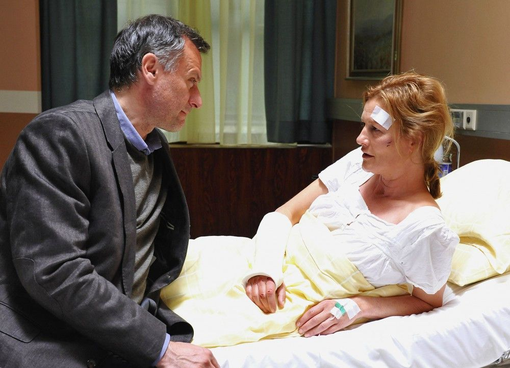 Im Spital: Mikael Nyqvist als Staffan Roslin, Suzanne von Borsody als Brigitta Roslin
