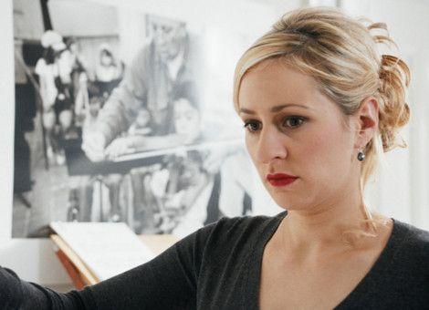 Klavierlehrerin Deborah: Samia von Arx als Klavierlehrerin Deborah