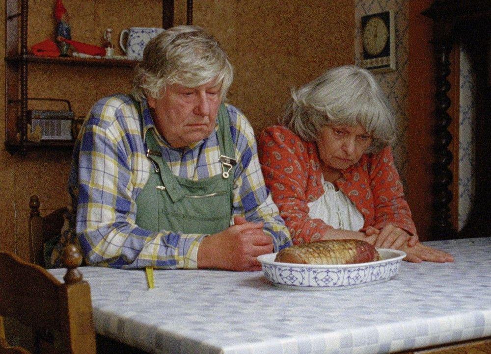 Warten auf bessere Zeiten: Gernot Hertel als Walter, Karin Graf als Helga