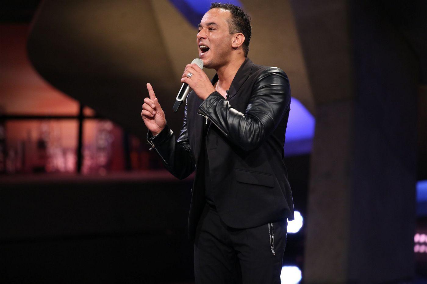 Er singt bereits seit 25 Jahren und er hofft, dass ihm seine langjährige musikalische Erfahrung bei DSDS helfen wird.