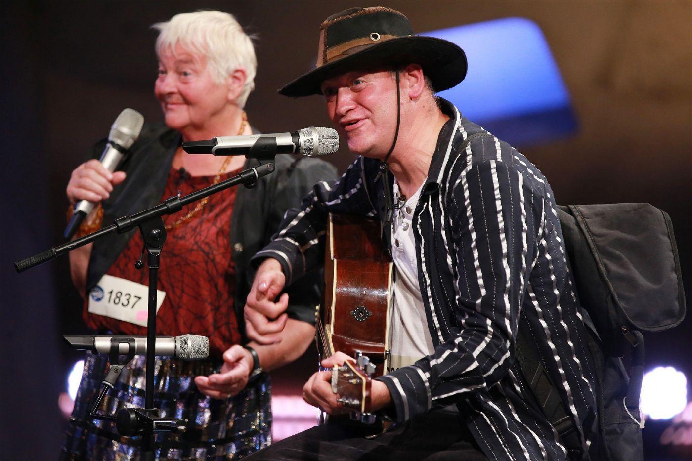 Als Duo treten Thomas Dujmovic und seine Mutter Renate Ritz auf.