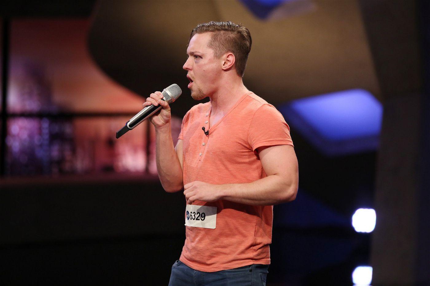 Fabius Titus Gnauck ist von Beruf Wrestler, möchte nun aber Karriere als Musiker machen.