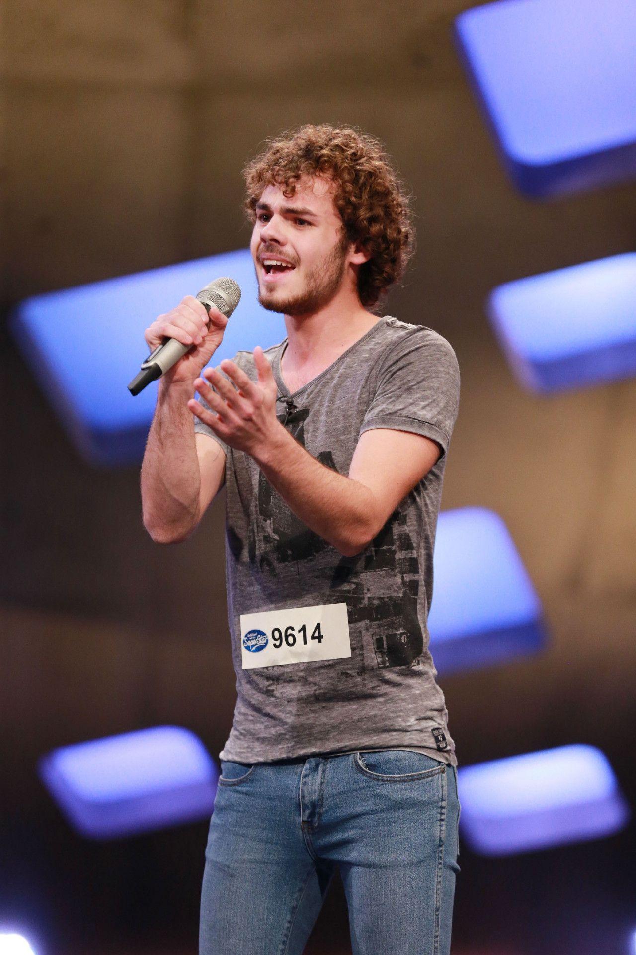 """Sebastian Schmidt aus Paderborn singt """"I Won't Give Up"""" von Jason Mraz."""