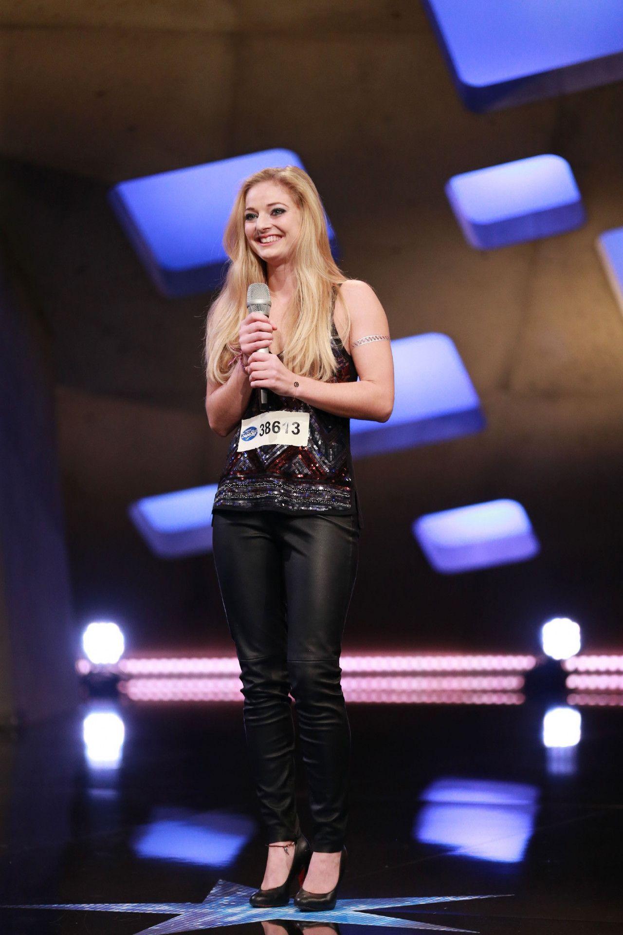 Chiara Ambros aus Wien singt gleich zwei Lieder vor.