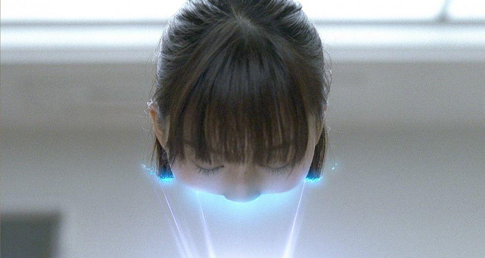Die junge Eriko (Ayumi Ito) erhält eine Mini Gantz Kugel.