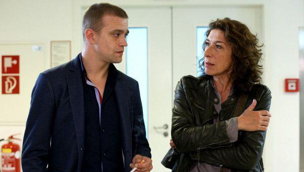 Angelika Hausberger führt zudem eine Beziehung mit dem weitaus jüngeren Benny Raggl (Michael Steinocher).