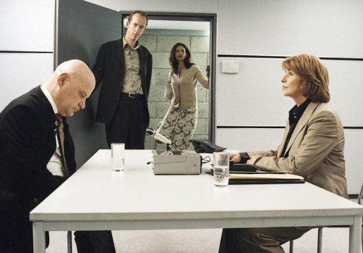 Macht einen niedergeschlagenen Eindruck: Erich Janker (Christian Redl, l.) beim Verhör