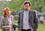 Pater Benedikt (Thomas Sarbacher) will Maria Prohacek (Senta Berger) nichts verraten