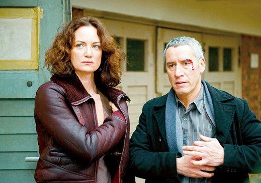 Jana Winter (Natalia Wörner, mit Ralf Herforth) ermittelt im beruflichen wie privaten Umfeld des Opfers