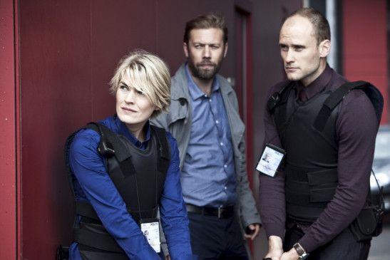 Vorsicht jetzt! Kommissarin Jensen (Laura Bach), Thomas Schaeffer (Jakob Cedergren, M.) und Stig Molbeck (Frederik Norgaard)