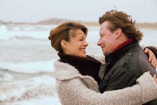Barbarotti (Anders W. Berthelsen) hat seiner Freundin Marianne (Suzan Anbeh) einen Antrag gemacht