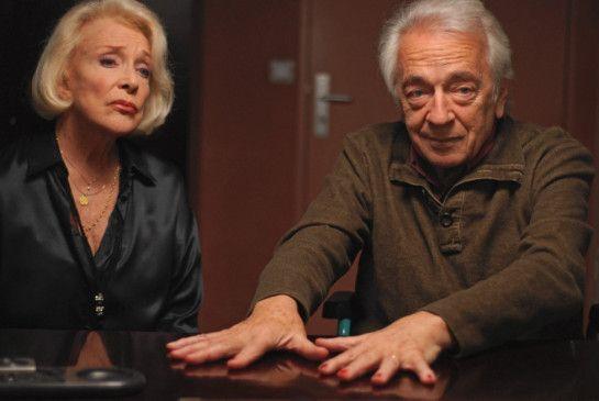 Sablonnet (Jean-Pierre Cassel, mit Micheline Presle) will den Mörder mit Hilfe von Nagellack finden