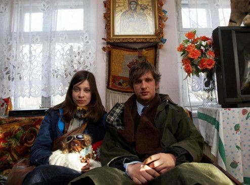 Sitzen in Polen fest: Anna (Claudia Eisinger) und Max (Sebastian Schwarz)