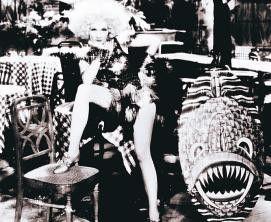 Und, ist die Pose lasziv genug? Marlene Dietrich  als blonde Venus