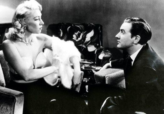 Eine Bluse für den Herrn: Glen (Edward D. Wood jr.) mit seiner Verlobten (Dolores Fuller)
