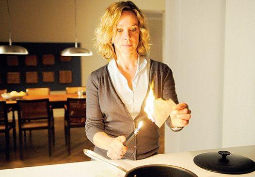 Ein Beweismittel wird vernichtet: Ann-Kathrin Kramer als Staatsanwältin Dorwald