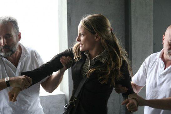 Sandra (Anne Ratte Polle) soll dem  Zeitreisenden bei der Flucht aus der Psychatrie geholfen haben