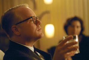 Sinniert über das Leben, das Universum und den ganzen Rest:  Phillip Seymour Hoffman als Truman Capote