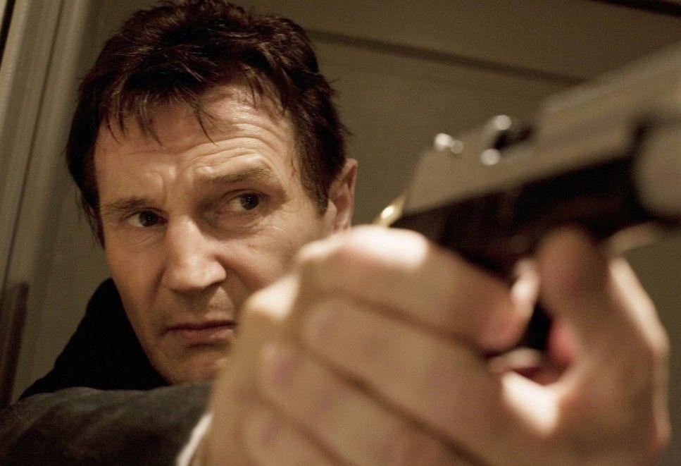 Den Gegner fest im Visier: Liam Neeson räumt auf!
