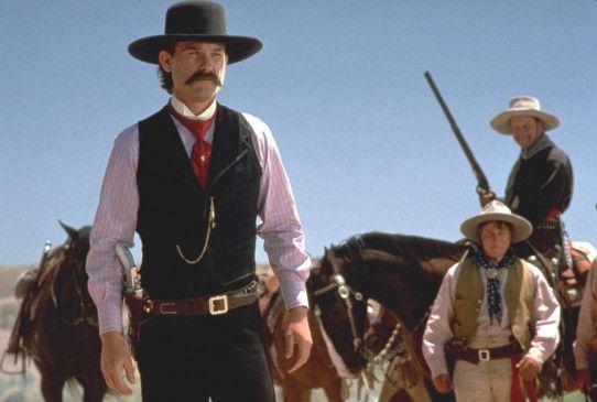 Wyatt Earp (Kurt Russell) soll den Bürgern von Tombstone helfen