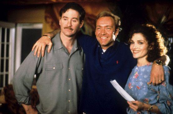 Eddy (Kevin Spacy, M.) hat die Parkers (Kevin  Kline, Mary Elizabeth Mastrantonio) im Griff
