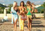 Trio Infernale? Die Mädels unterwegs zum Strand