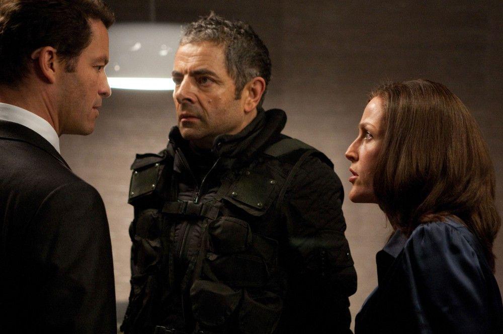 Dominic West (Simon Ambrose), Rowan Atkinson (Johnny English), Gillian Anderson (Pamela).