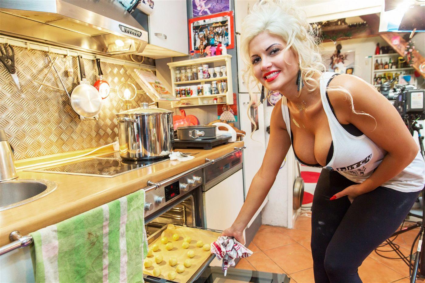 """""""Ich liebe Backen und Kochen und möchte meine Gäste verwöhnen, so wie ich meinen Mann immer verwöhne"""", sagte Sophia Wollersheim."""