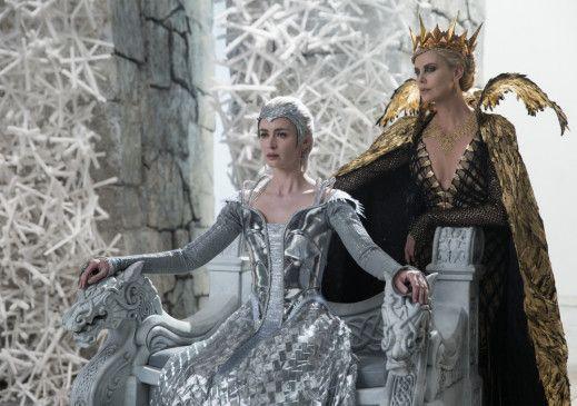 """In der Fortsetzung des Action-Abenteuers """"Snow White and the Huntsman"""" kreuzen sich erneut die Wege von Huntsman Eric und der Evil Queen Ravenna."""