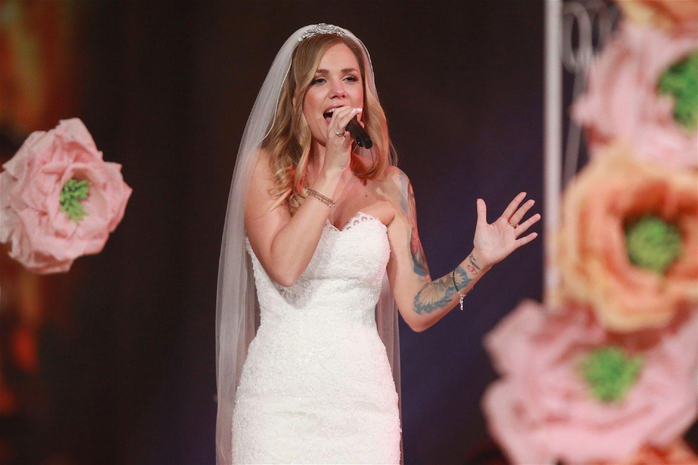 """""""Natürlich muss ich zwei Hürden überwinden: Ich muss perfekt singen, und ich muss perfekt für die Hochzeit aussehen"""", so Sandra."""
