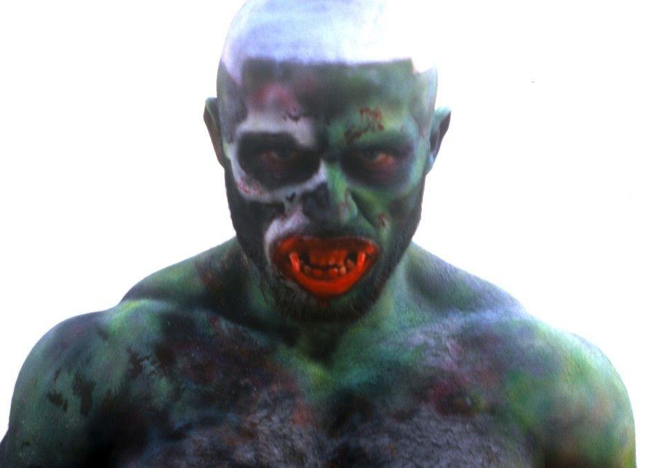Eher ein Mix aus Hulk und Zombie: Pornostar Francois Sagat als Monster