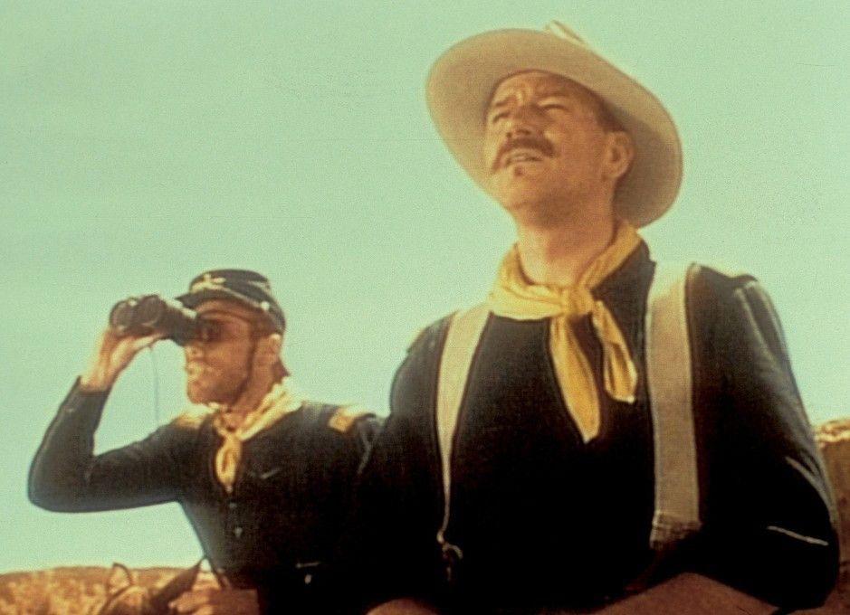 Sehen Sie jemanden?: John Wayne (r.) als Kirby Yorke
