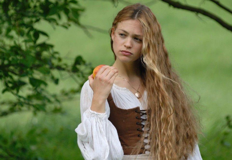 Julie Engelbrecht in der Rolle der schönen Müllerstochter Lisa