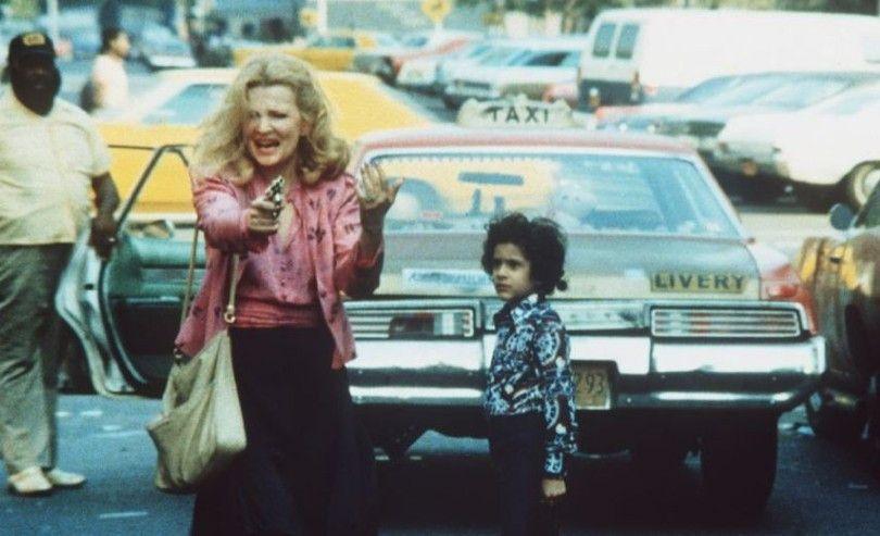 Gloria (Gena Rowlands) weiß sich und den kleinen Phil (John Adames) zu schützen