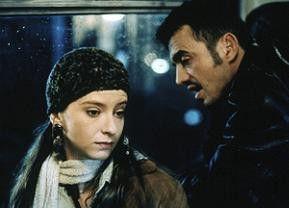 Der Geißelnehmer (Sergej Trifunovic) interessiert sich für die junge Ana (Mirjana Jokovich)