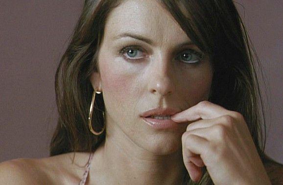 Ist sie nun eine Mörderin oder nicht? Elizabeth Hurley als Rebecca Fairbanks
