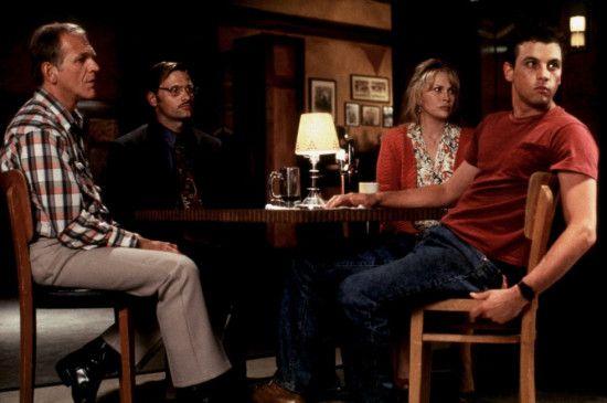 Janet Boudreaux (Faye Dunaway) und ihre Gäste werden als Geiseln festgehalten ...