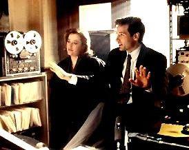 Und schon wieder einer Verschwörung auf der Spur:  David Duchovny und Gillian Anderson