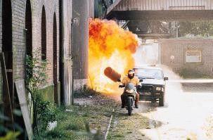 Feuer unterm Hintern - die Motorrad-Cops bei  ihrem heißen Job