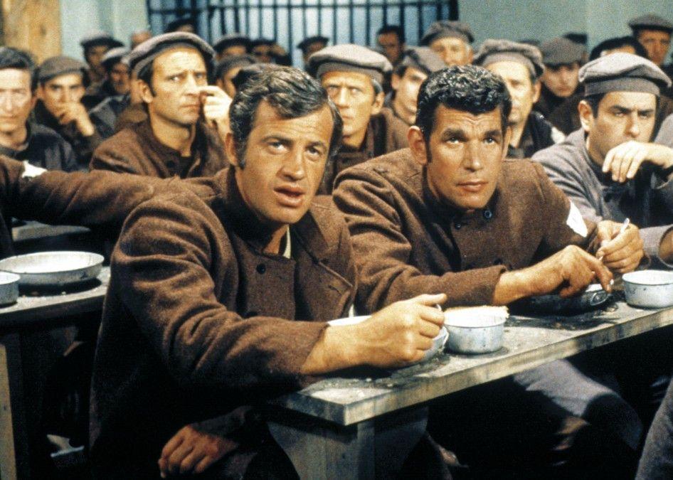 Roberto (Jean-Paul Belmondo, l.) und Xavier (Michel Constantin) verbüßen lange Gefängnisstrafen
