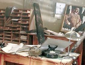 Und wenn die ganze Erde kracht, tam tam, die letzte Nummer wird gemacht ... - zerstörtes Ufa-Büro