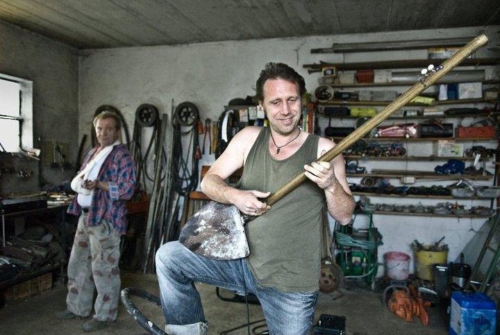Simon Kreuzpaintner (Michi Marchner) ist nach Niederbayern zurückgekehrt