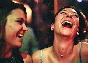 Noch können sie lauthals lachen! Kathrin Resetarits (r.) und Ursula Strauss