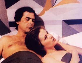 Tomas Milian scheint sich mit Christine Boisson  eher zu langweilen