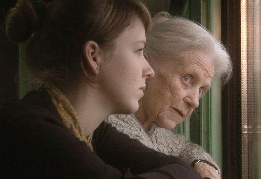 Swetlana Geier (r.) auf dem Weg zurück in ihre eigene Vergangenheit
