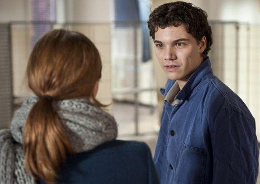 Patrick (Sebastian Urzendowsky) droht seinen Selbstmord an, wenn er nicht bei dem Theaterprojekt mitmachen darf