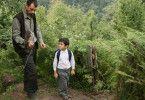 Mit Sperber auf Honigsuche - der kleine Yusuf (Bora Altas) mit seinem Vater