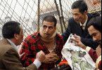 Gibt's gleich wieder was auf die Mütze? Akshay Kumar (M.) in Bedrängnis
